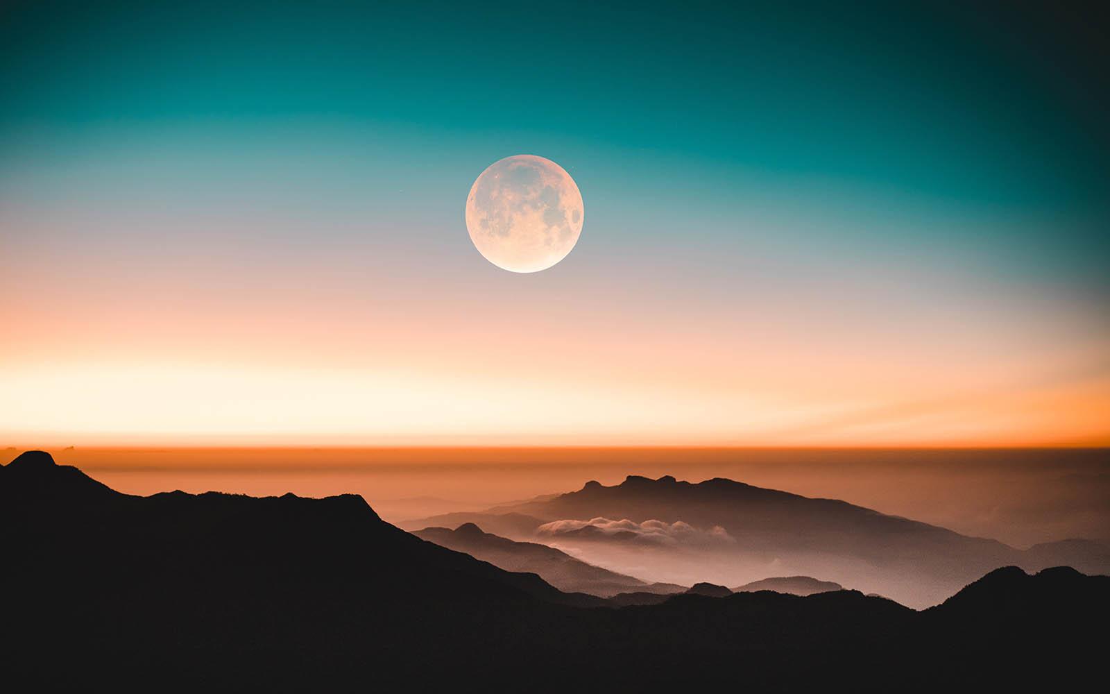 ماه کامل و خط افق