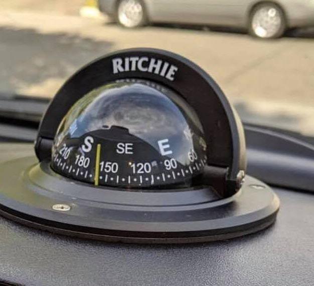 قطب نمای خودرو