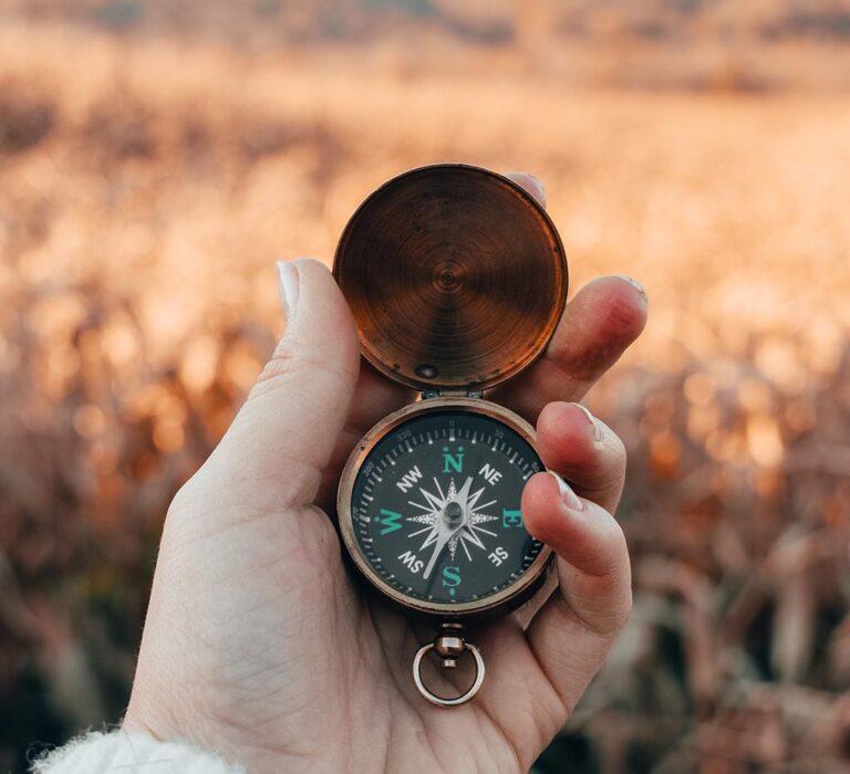 استفاده از قطب نما در طبیعت برای جهتیابی