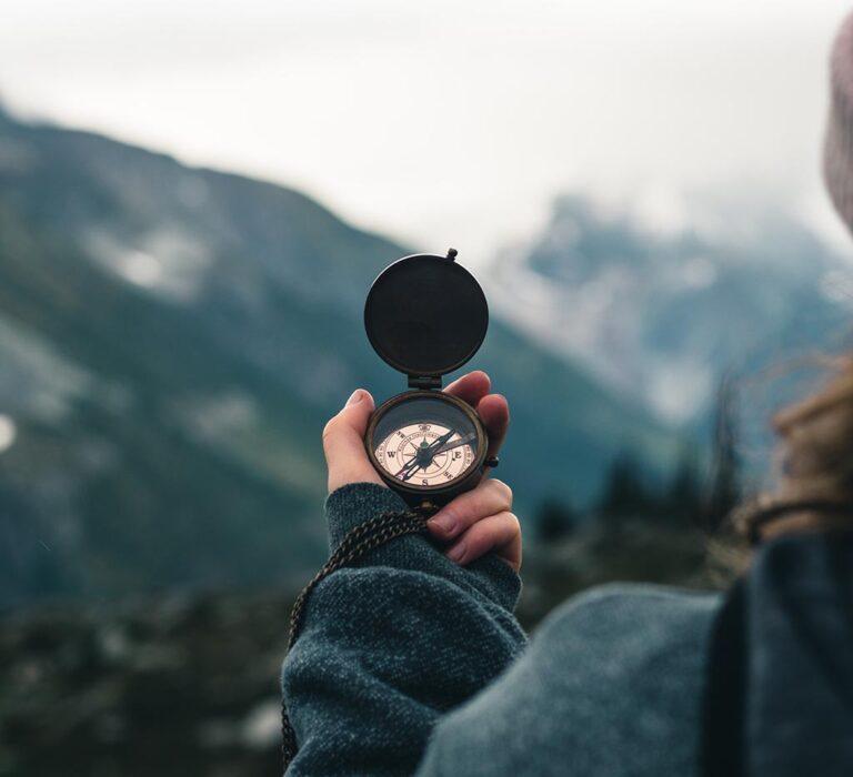 استفاده از قطب نما در طبیعت و کوهستان برای جهتیابی