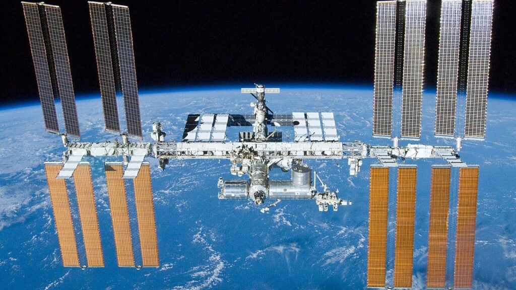ایستگاه فضایی بین المللی و صفحات خورشیدی آن