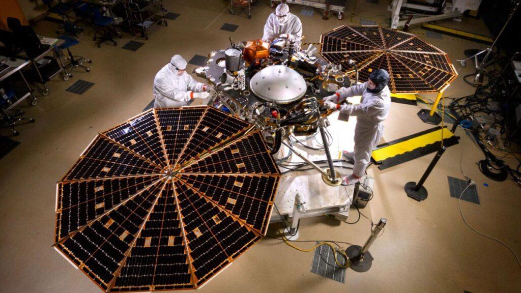 صفحات خورشیدی یک مریخ نورد