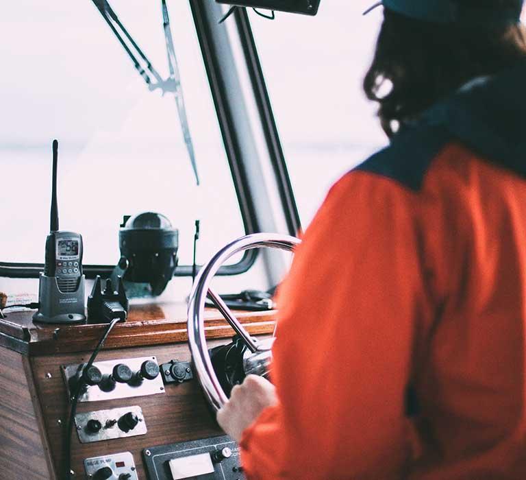 استفاده از قطب نما در دریا برای جهتیابی